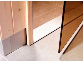 Дверь в баню и сауну: с порогом или без порога?